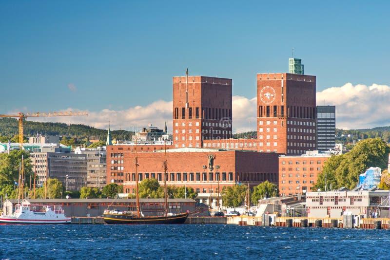 Oslo schronienie i urząd miasta obraz stock