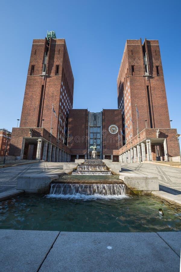 Oslo stadshus, Radhuset på en solig vårdag royaltyfria foton