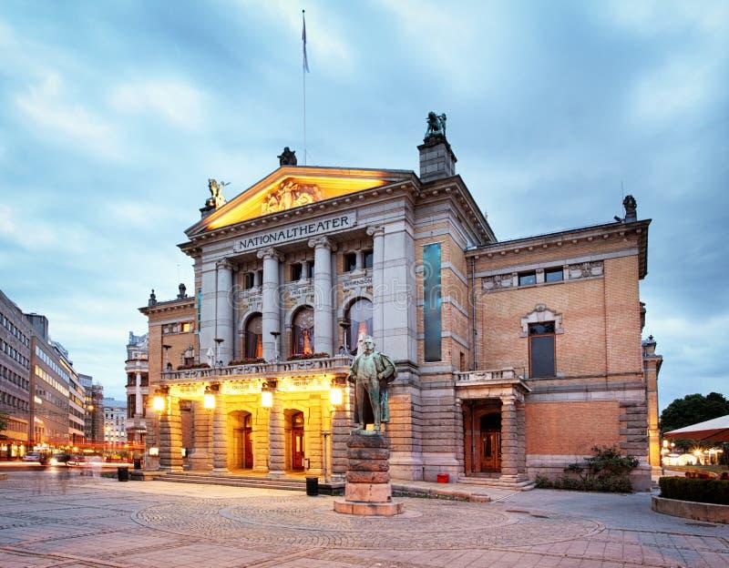 Oslo - teatro nacional, Noruega imagenes de archivo