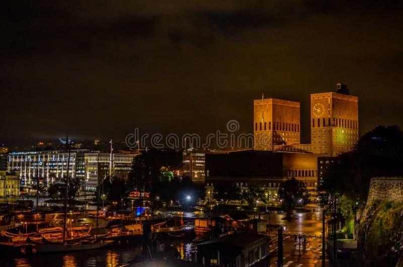 Oslo urząd miasta nocą obraz royalty free