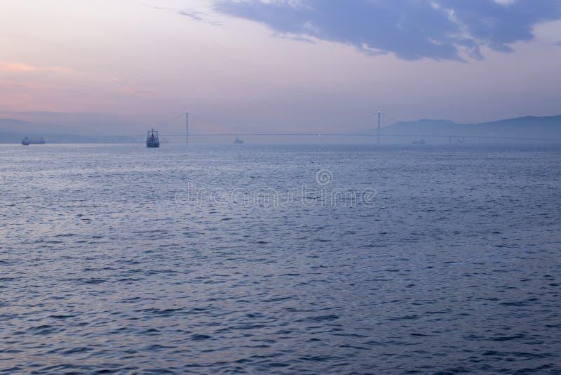 Osman Gazi Bridge-zonsopgang verre wiev in Kocaeli - Turkije stock afbeeldingen