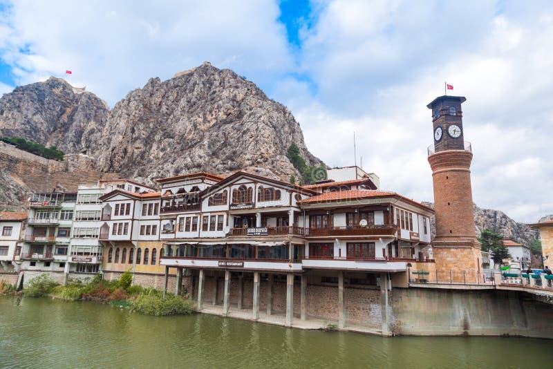 Osmane-Häuser und Glockenturm in Amasya stockbilder