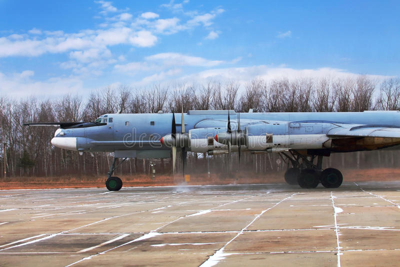 Oso del bombardero Tu-95, vista lateral foto de archivo libre de regalías