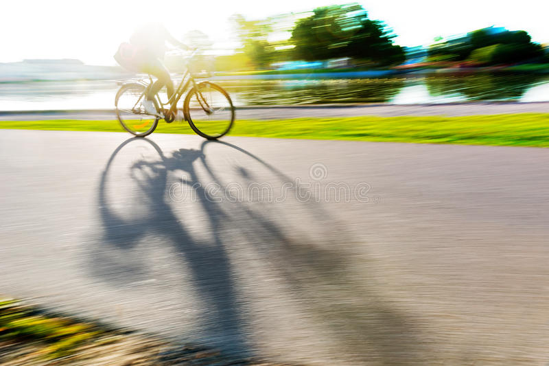 Osoba na roweru kastingu cieniu zdjęcie royalty free