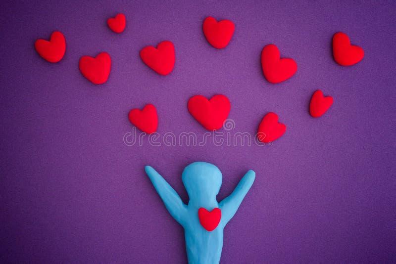 Osoba z czerwonymi sercami zdjęcie royalty free
