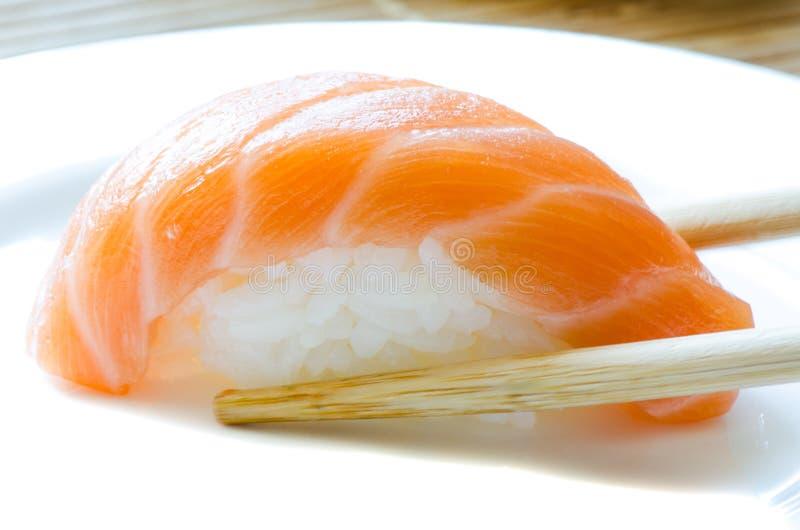 Download łososiowy suszi obraz stock. Obraz złożonej z japonia - 24539477