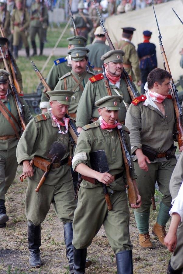 Osovets-Kampfwiederinkraftsetzung Marschierende russische Soldaten stockbild