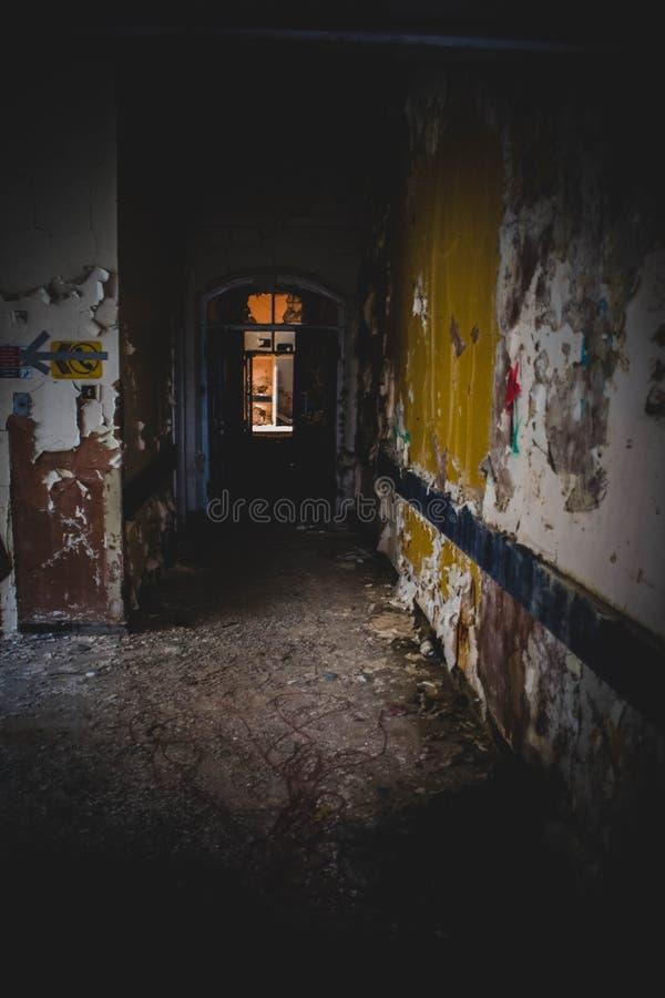 Ospedale abbandonato trascurato fotografie stock libere da diritti