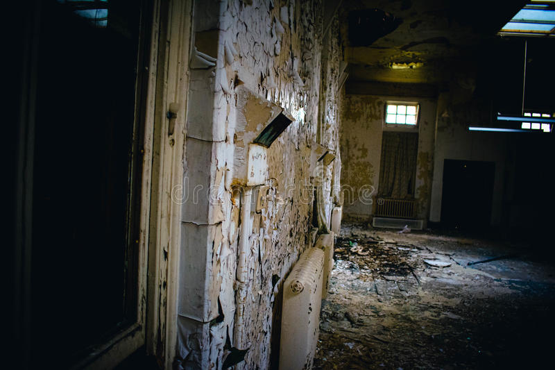 Ospedale abbandonato trascurato fotografia stock libera da diritti