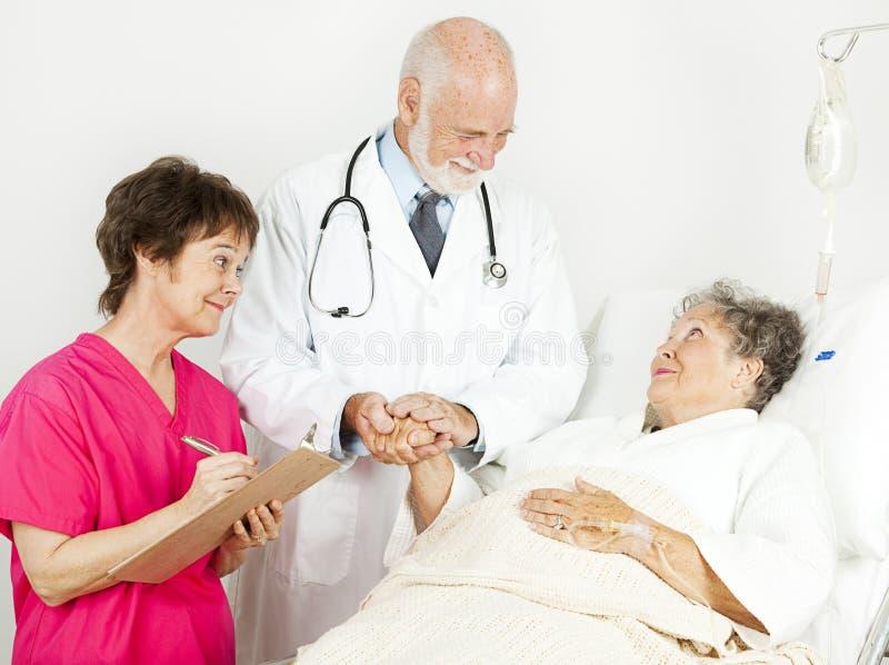 Ospedale - cura paziente fotografia stock libera da diritti