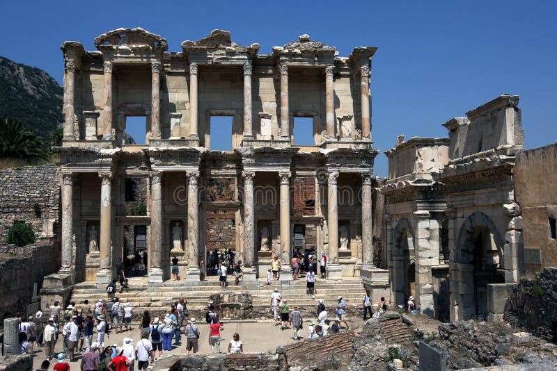 Ospiti al sito antico di Ephesus vicino a Selcuk in Turchia fotografie stock libere da diritti
