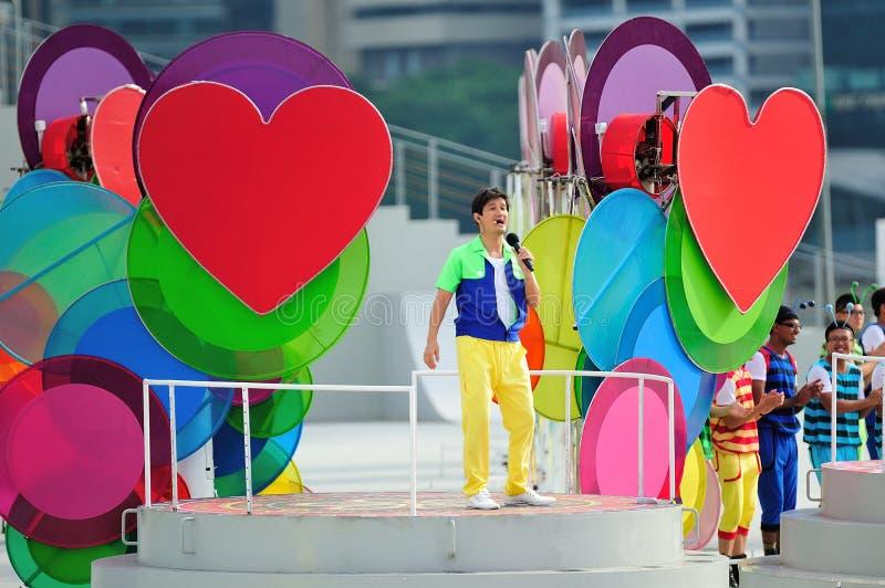Ospiti Gurmit Singh che esegue durante la ripetizione 2013 di parata di festa nazionale (NDP) fotografie stock libere da diritti