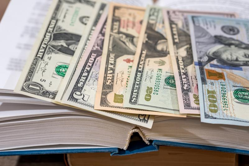 oss 100 dollar i bok royaltyfri foto