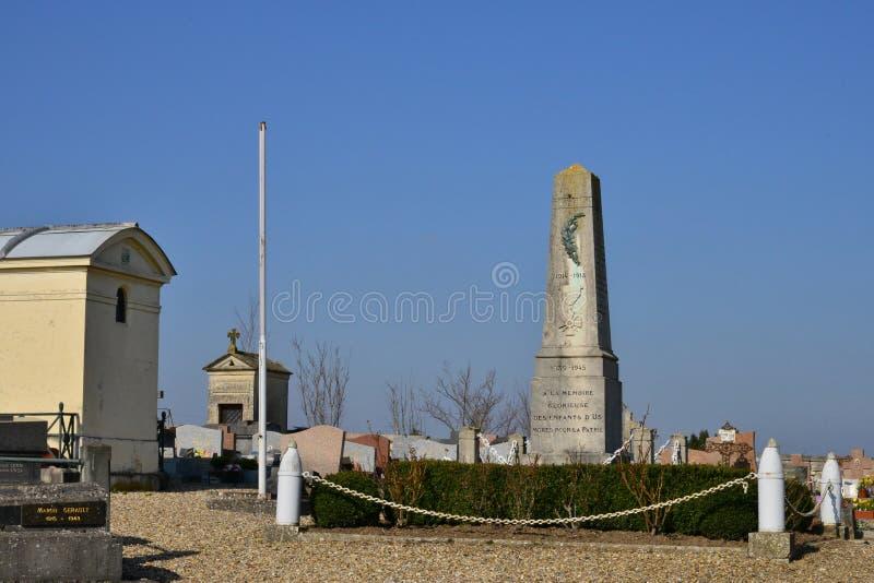 Download Oss Frankrike - Marsch 14 2016: Pittoresk By I Vinter Redaktionell Arkivfoto - Bild av begravnings, sceniskt: 78732173