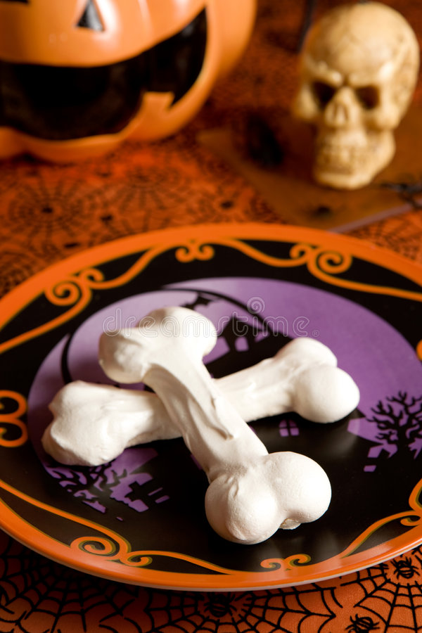 Ossa della meringa di Halloween fotografia stock libera da diritti