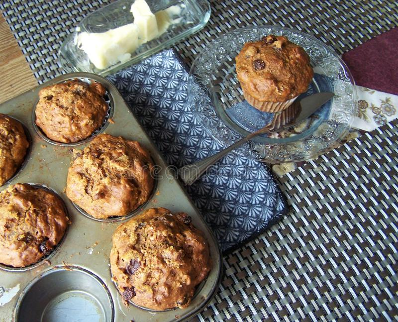 Ossequio caldo del muffin per la pausa caffè, caldo e pronto fotografia stock libera da diritti