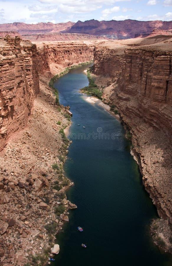Osservando lungo il fiume di colorado immagine stock libera da diritti