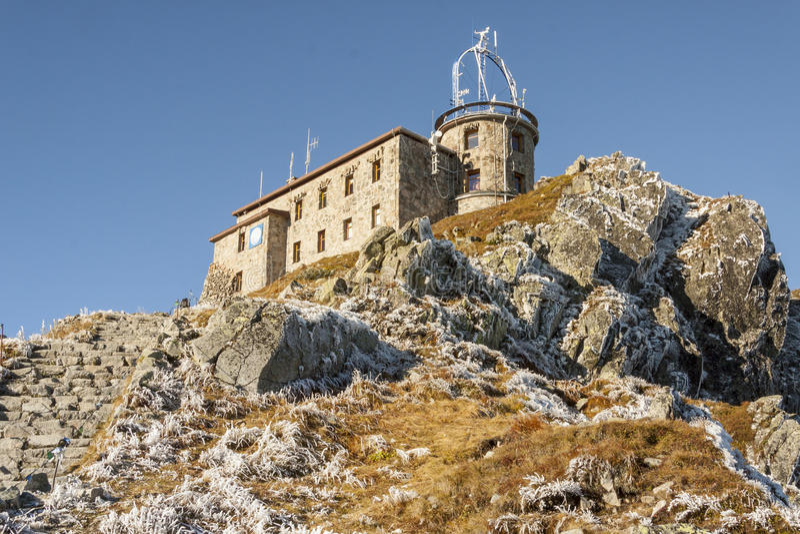 Osservatorio meteorologico su Kasprowy Wierch - Tatras immagini stock