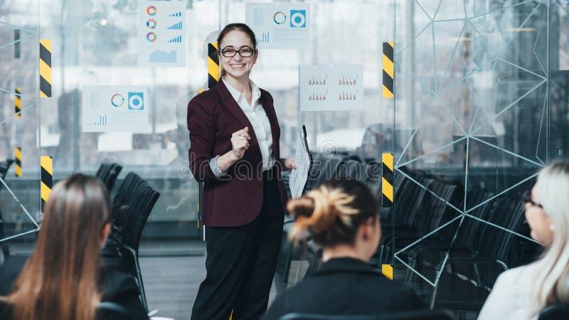 Osservazioni di presentazione di seminario di strategia di marketing immagine stock