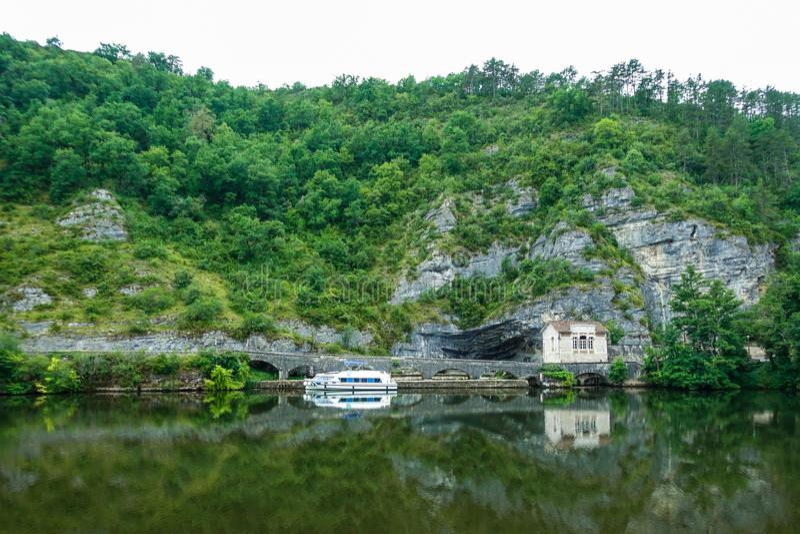 Osservi giù il lotto del fiume, Cahors, il lotto, Francia immagini stock libere da diritti