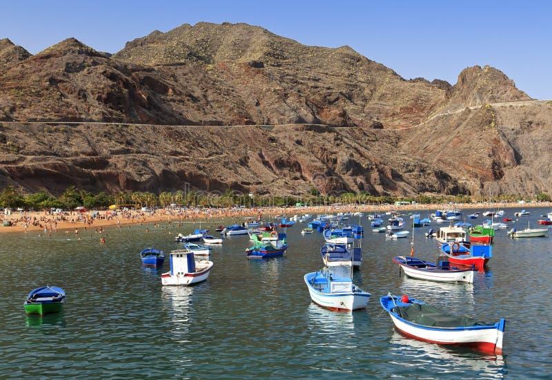 Osservi la spiaggia di Las Teresitas, Tenerife fotografia stock