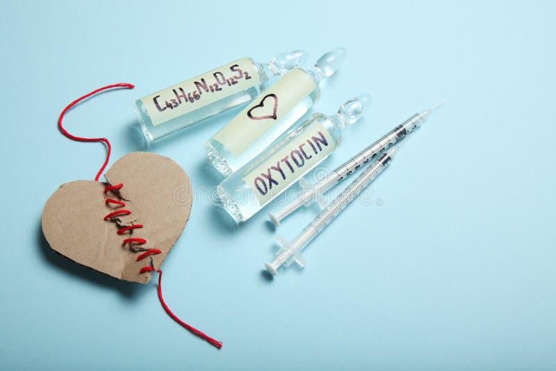 Ossitocina di biochimica in fiale ormone di amore fotografie stock libere da diritti