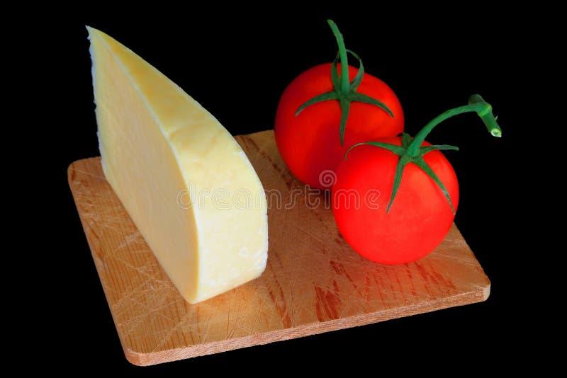 Ost för kilSmocked gouda och organiska tomater royaltyfri bild