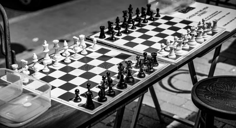 OST- GRINSTEAD, WEST-SUSSEX/UK - 17. JUNI: Schach-Bretter im S lizenzfreies stockbild