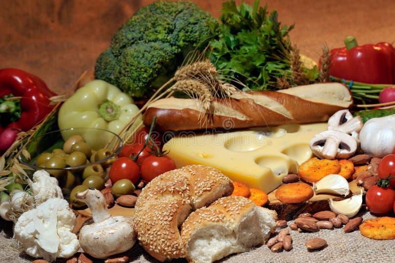 Ost och nya grönsaker royaltyfri bild