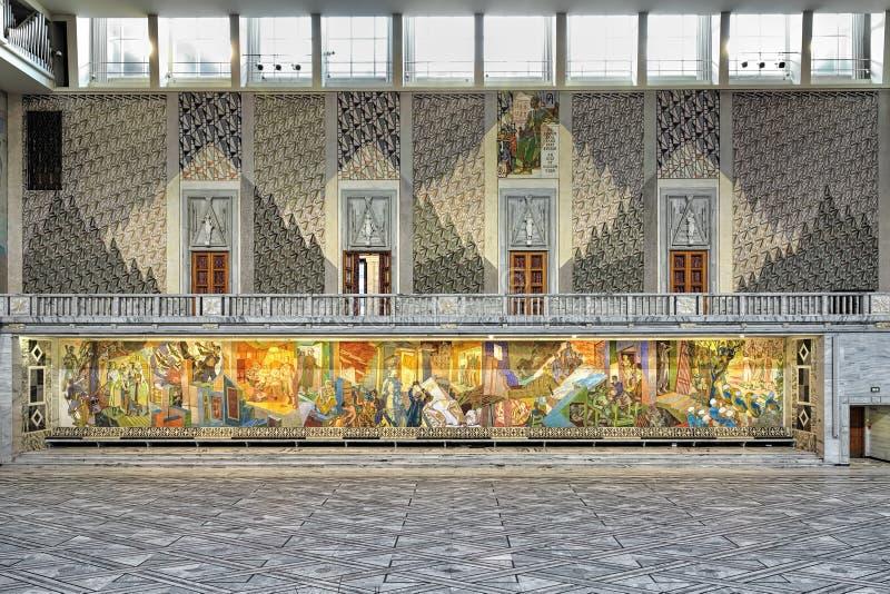 Ost- Wand von Haupt-Hall in OsloRathaus, Norwegen lizenzfreie stockfotos