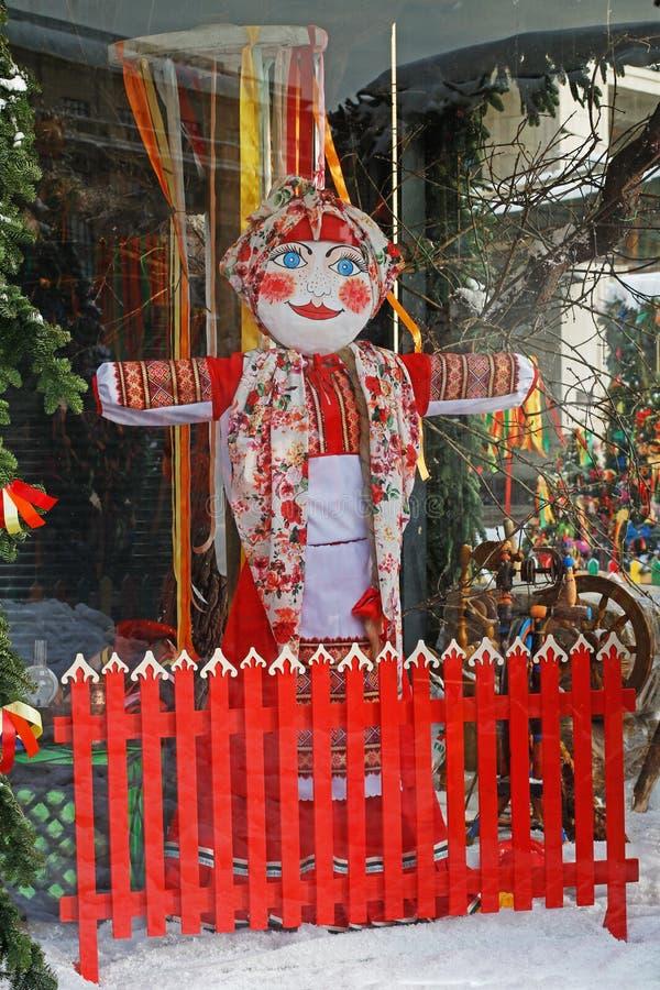 Ostatki lala w tradycyjnym odziewa przy Rosyjskim krajowym festiwalem «Shrove «na Manezhnaya kwadracie w Moskwa zdjęcia stock
