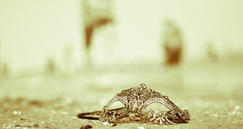 Ostatnia maska noc, zapominająca na piaskach Wenecja plaża obraz stock