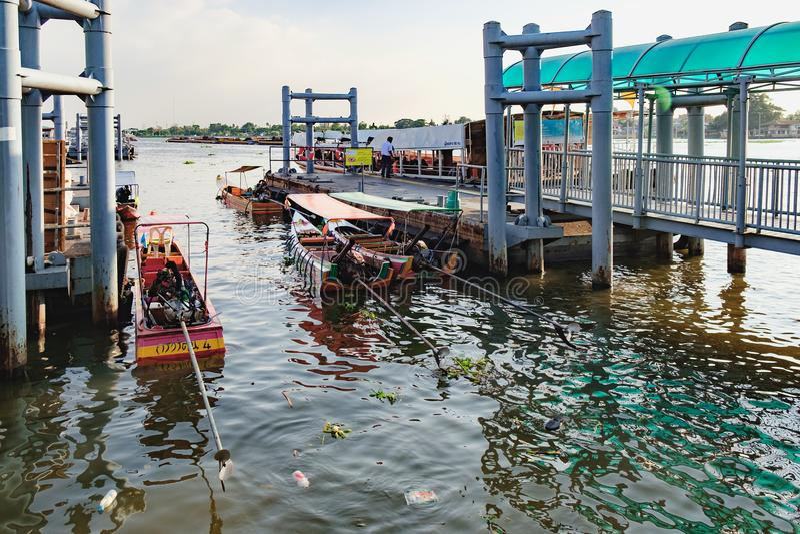 Ostatnia przerwa Chao Phraya Ekspresowa łódź, Bangkok, Tajlandia obraz royalty free