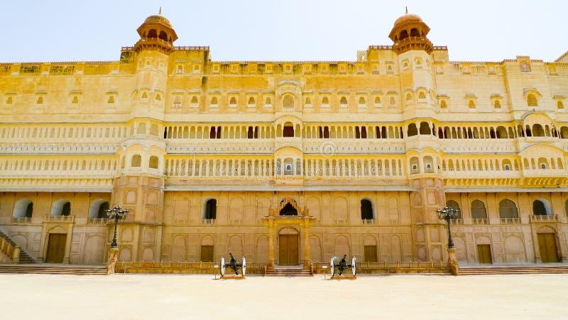 Osteingangsfassade von Junagarh-Fort stockfotos