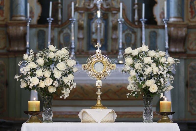 Ostensorial崇拜在天主教会里 免版税图库摄影