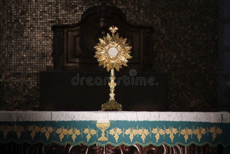 Ostensorial崇拜在天主教会里 图库摄影