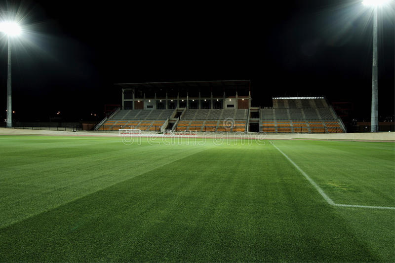 Ostenta o estádio na noite imagens de stock