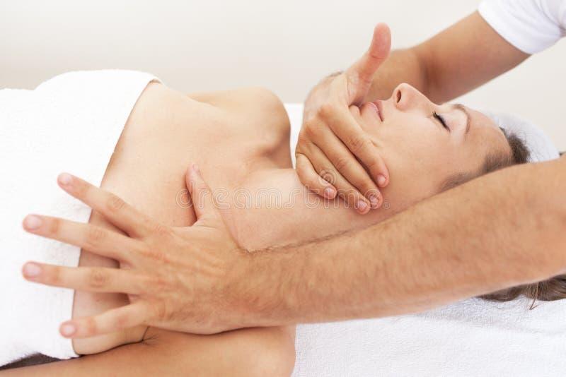 Osteopathie met cervicale manipulatie royalty-vrije stock afbeeldingen