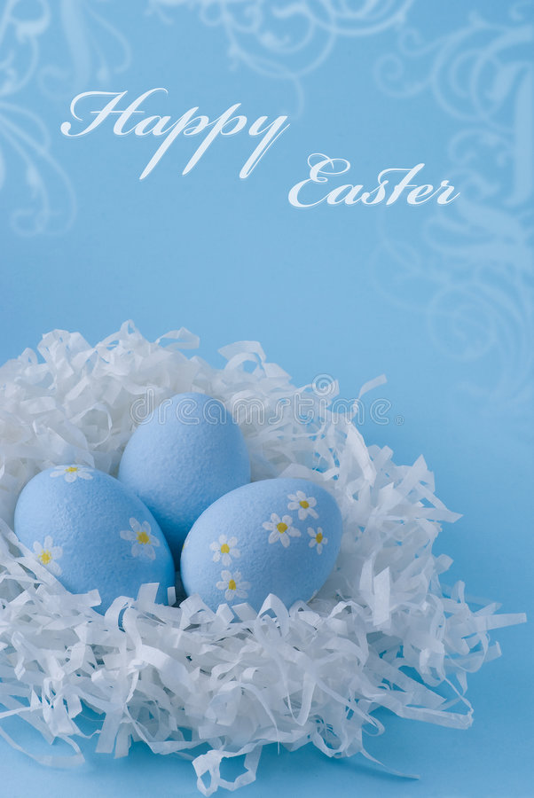 Ostereier auf einem blauen Hintergrund stockfoto