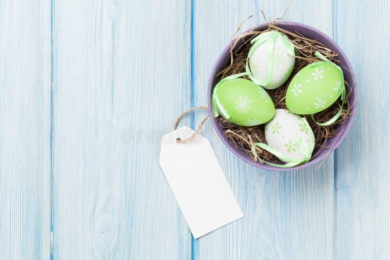 Ostereier und leeres Tag stockbilder