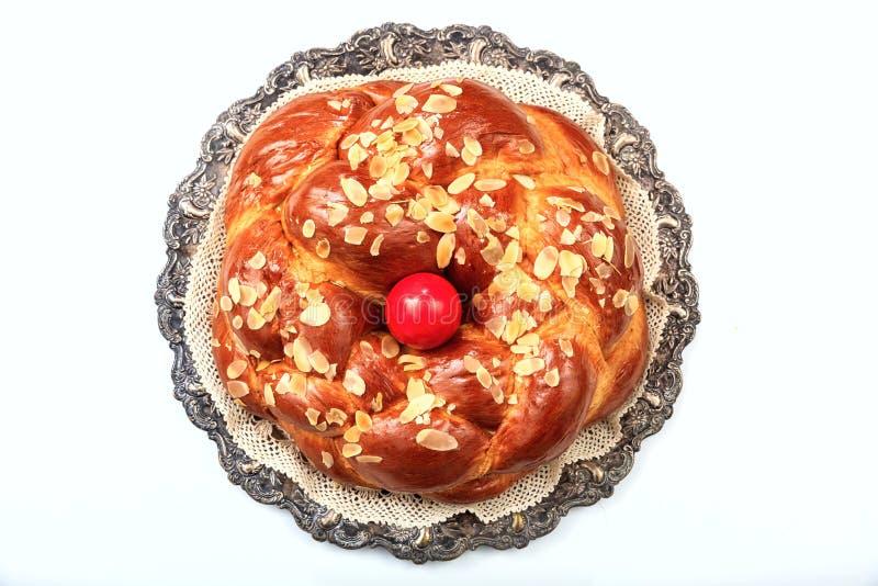 Ostern-Brot auf weißem Hintergrund - Draufsicht lizenzfreies stockfoto
