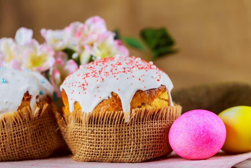 Ostern-Brot und -eier mit Apfelblüte stockbild