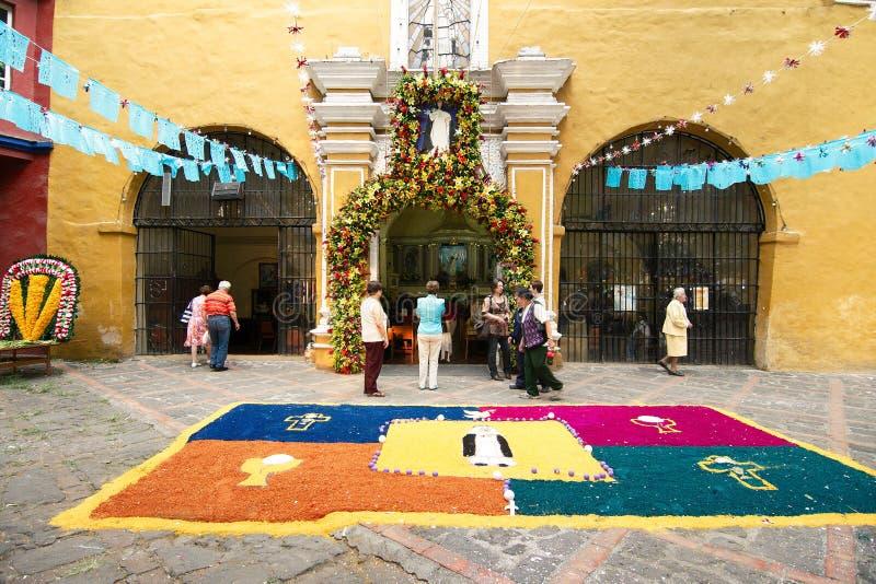 Ostern-Dekorationen vor der Kapelle von Santa Catarina stockfotos