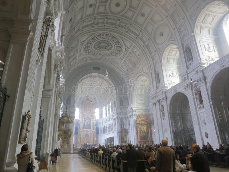 Download Ostern-Feier in der Kirche redaktionelles stockfoto. Bild von kultur - 26370673