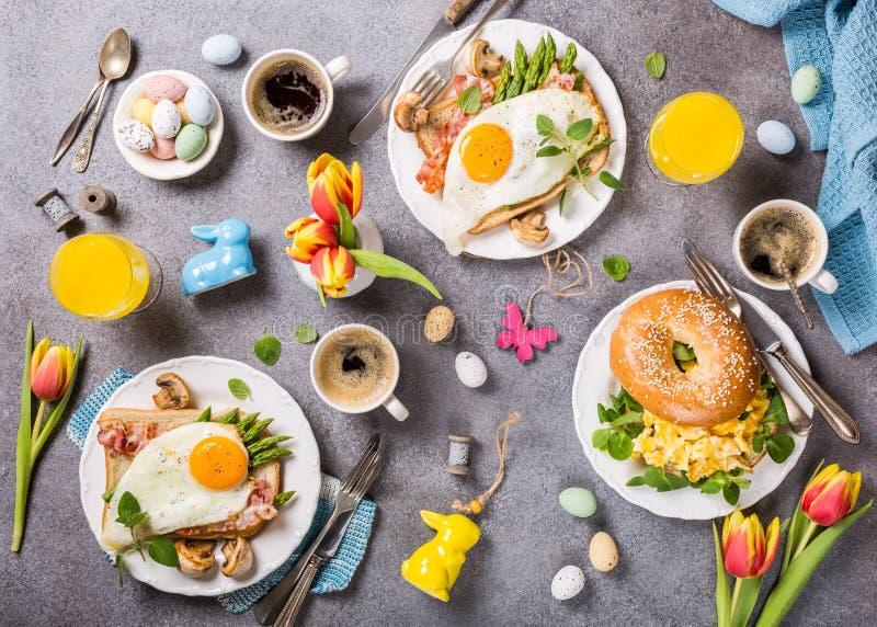 Ostern-Feiertagsfrühstücks-Ebenenlage lizenzfreies stockbild