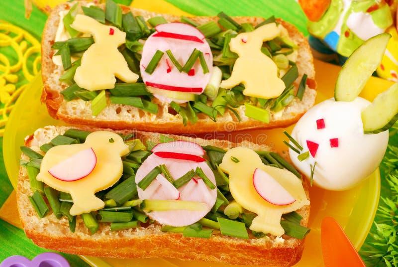 Ostern-Frühstück für Kind lizenzfreies stockbild