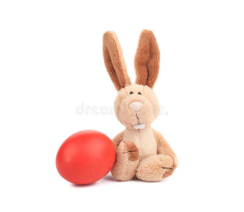 Ostern-Kaninchen und buntes Ei lizenzfreies stockfoto
