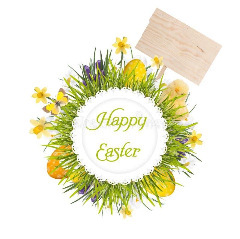 Ostern-Kranz mit leerem Brett, Babyhuhn, Ei und Blumen lizenzfreie stockfotos