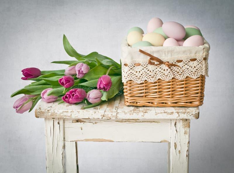 Ostern mit Tulpen stockfotos
