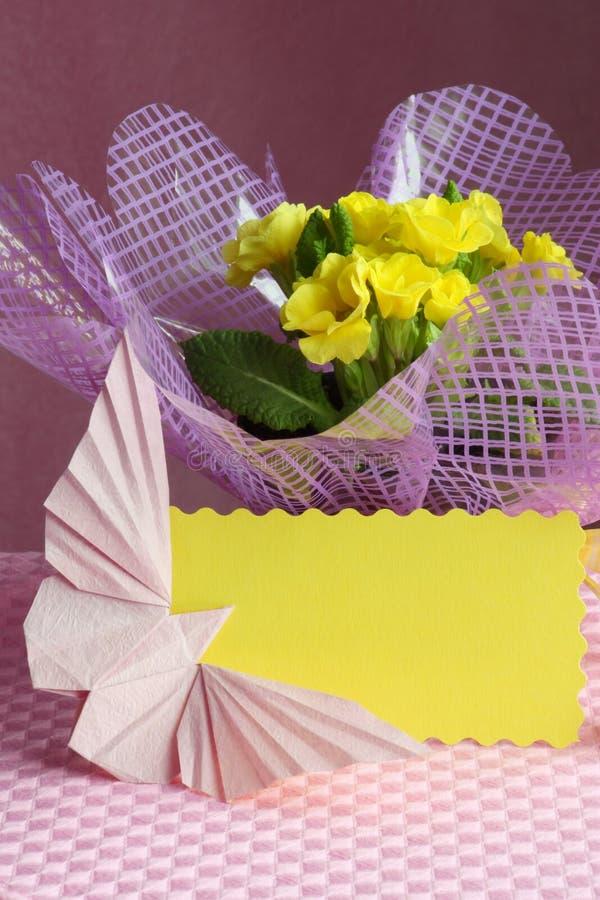 Ostern, Mutter-Tageskarten-Blumen-Ablagen-Foto stockbilder
